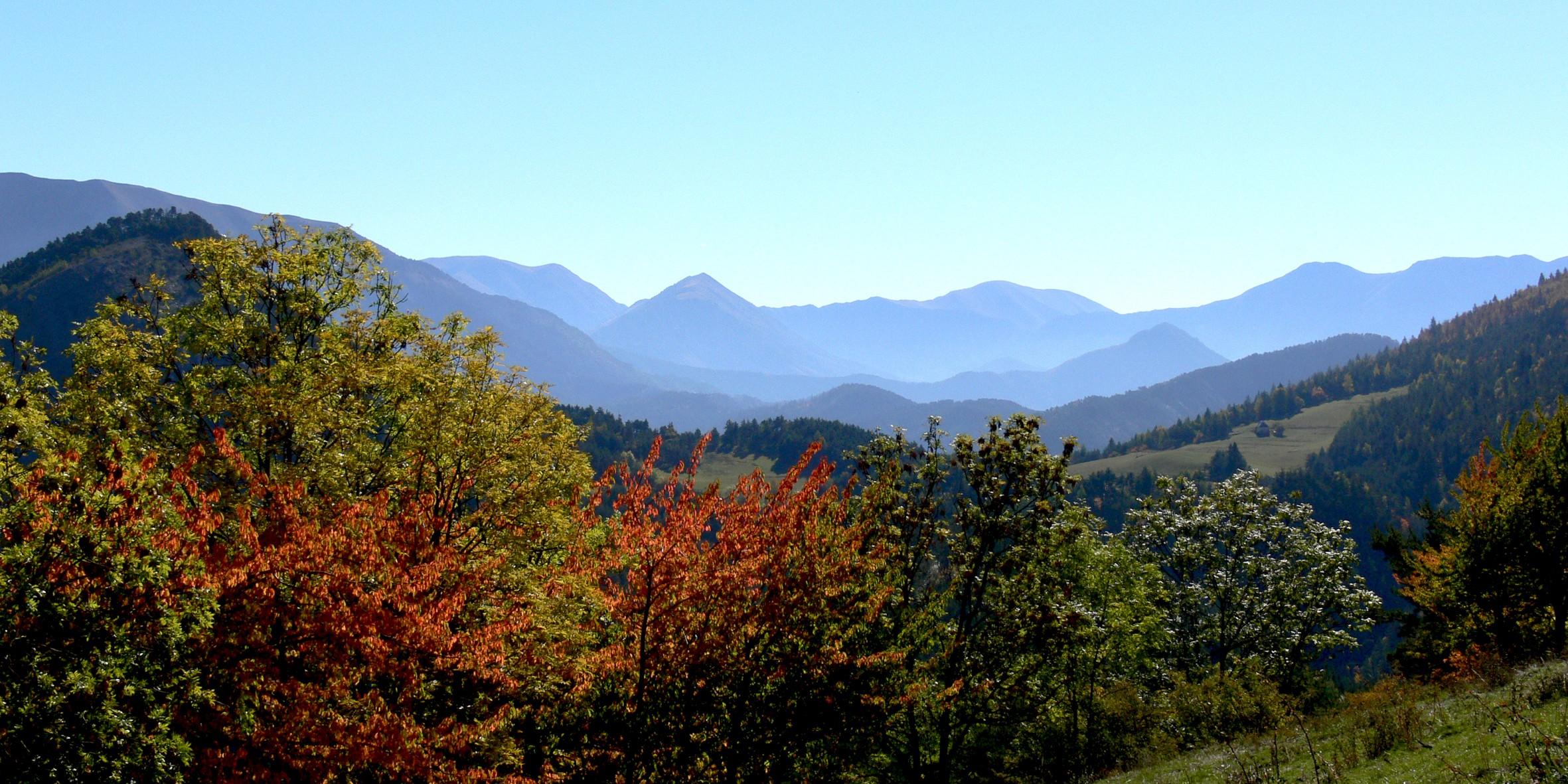 exterieur-pleine-nature-automne-et-perspective-sur-les-montagnes fontaine de l ours
